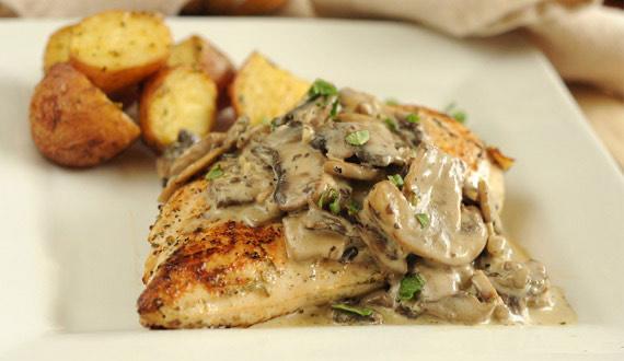 Pollo con Salsa de Champiñones y Chalotas