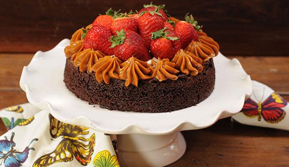Torta Brownie Con Manjar Y Frutillas Gourmet