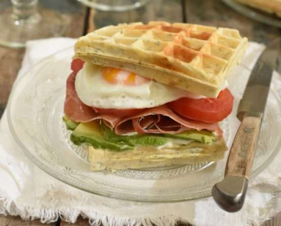Waffles sandwich salados